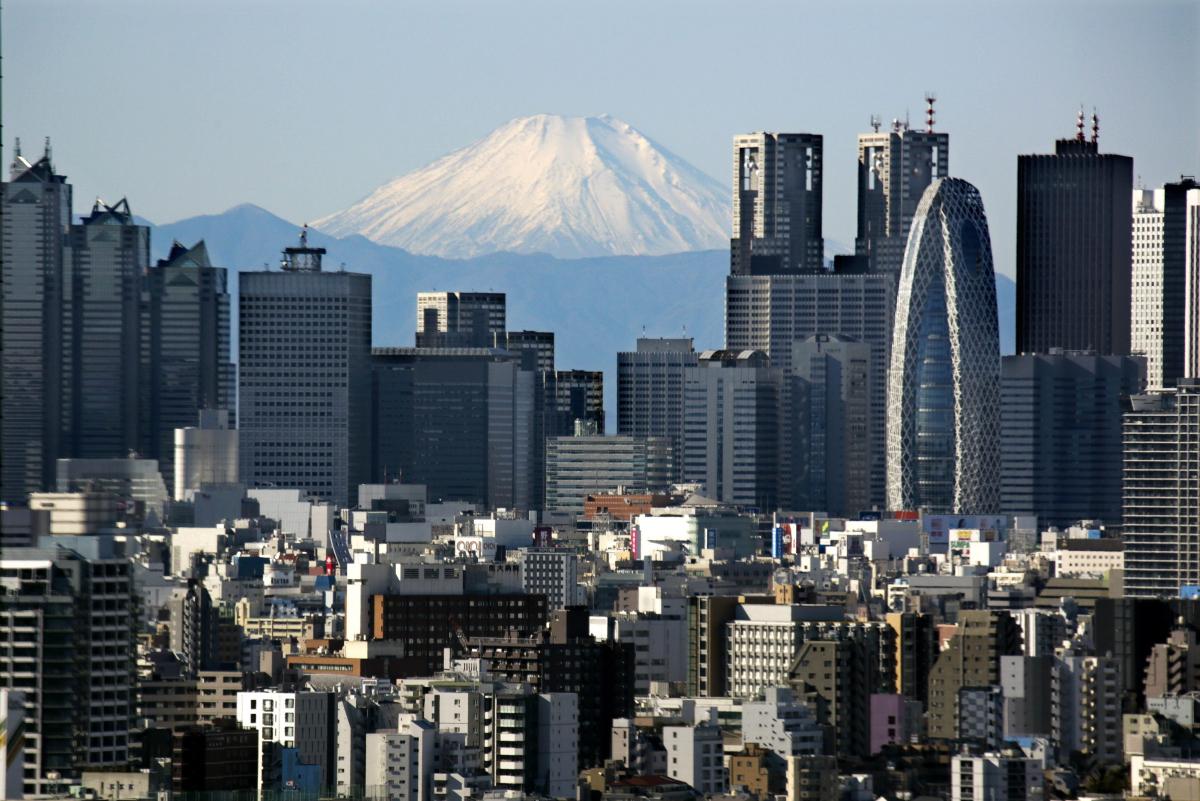 Earthquake hits central Tokyo